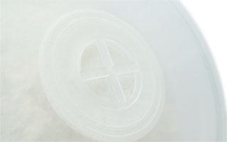 不織布製の通気フィルターでコバエなどの侵入を防いで空気を通します